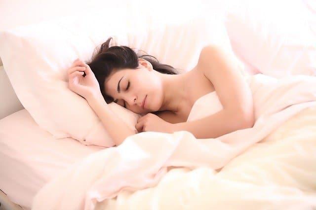 kvinde_sover